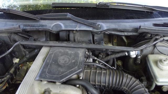 [BMW 316 i E36] Réparation d'une fuite d'essence moteur 27078611Carterenlev