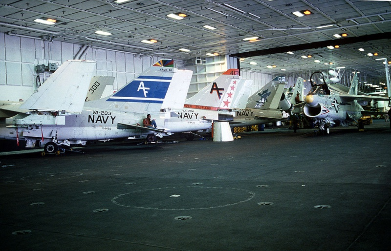 LTV A-7 Corsair II [NOUVELLE VERSION] 273692LTVA7BCorsairII33
