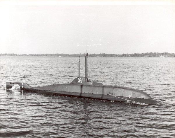 SOUS MARIN NUCLEAIRE D'ATTAQUE USS NAUTILUS 273985X1