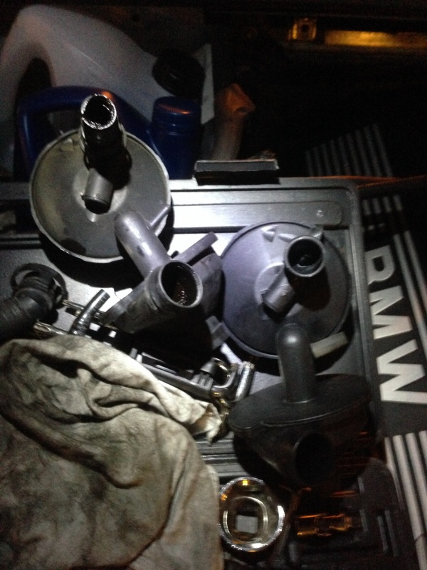 [Moteur M52TU/M54] Changement soupape de ventilation d'huile 274350IMG5177
