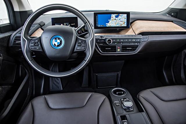 BMW i étend son réseau d'agents. 275836P90136096highResbmwi3interior102