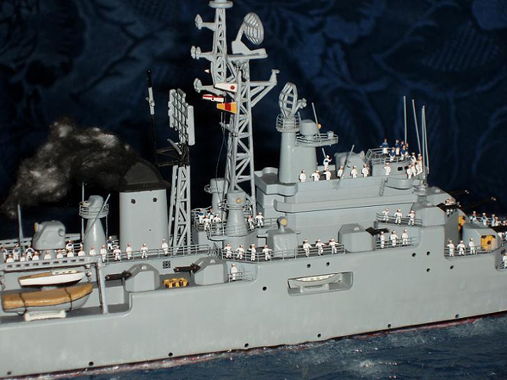 Le Croiseur COLBERT, Heller 1/400 +photodecoupe + resine 276263s13