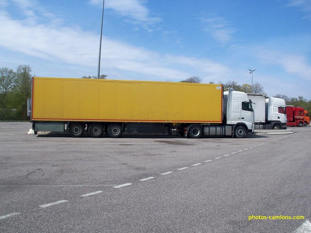 Photos avec plusieurs camions - Page 3 2784161009749Copier