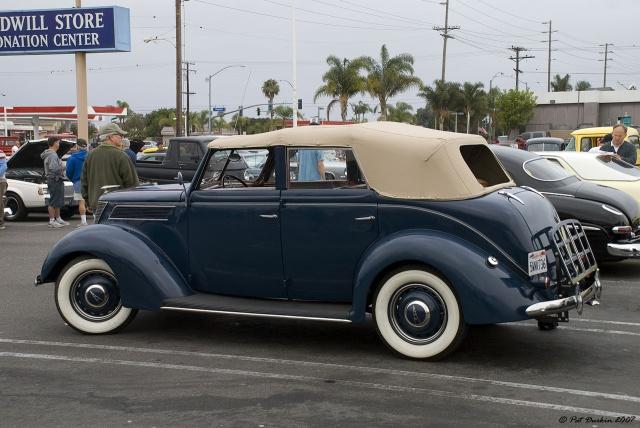 Ford '37.La Beatnikmobile du Gendarme en balade. 2825481937fordphaetonkhakiovernavybluervl