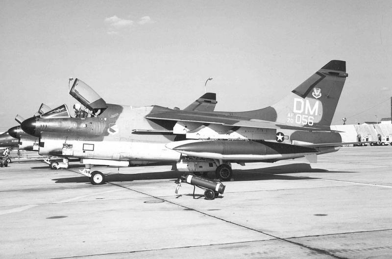 LTV A-7 Corsair II [NOUVELLE VERSION] 285051LTVA7DCorsairII34