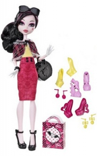 Les nouvelles Monster High pour 2013 - Page 6 289999LoveShoesDraculaura