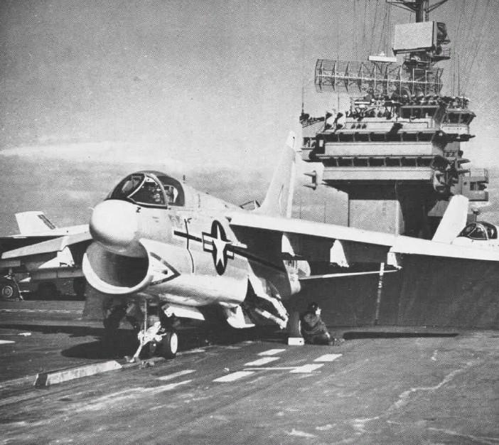 LTV A-7 Corsair II [NOUVELLE VERSION] 300587LTVA7ACorsairII17