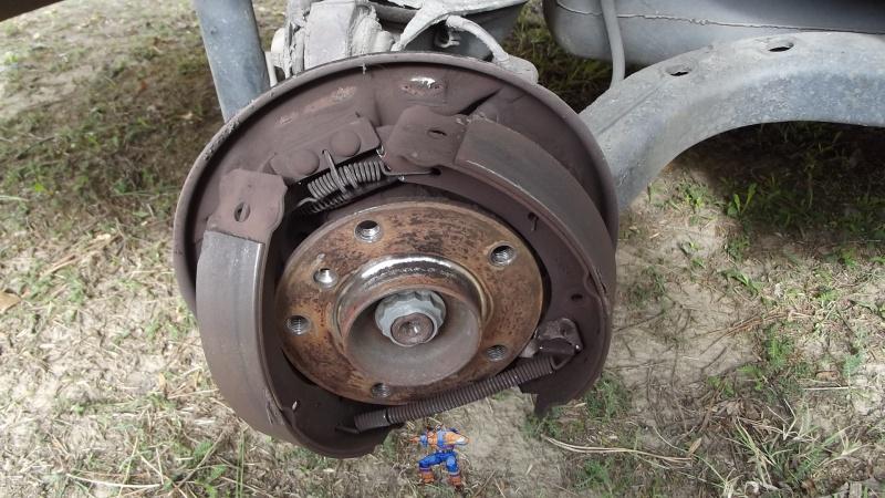 [BMW 316i E36 M40 1992] Tutoriel + photos freinage arrière tambours (résolu) 3070877Tambourenlev