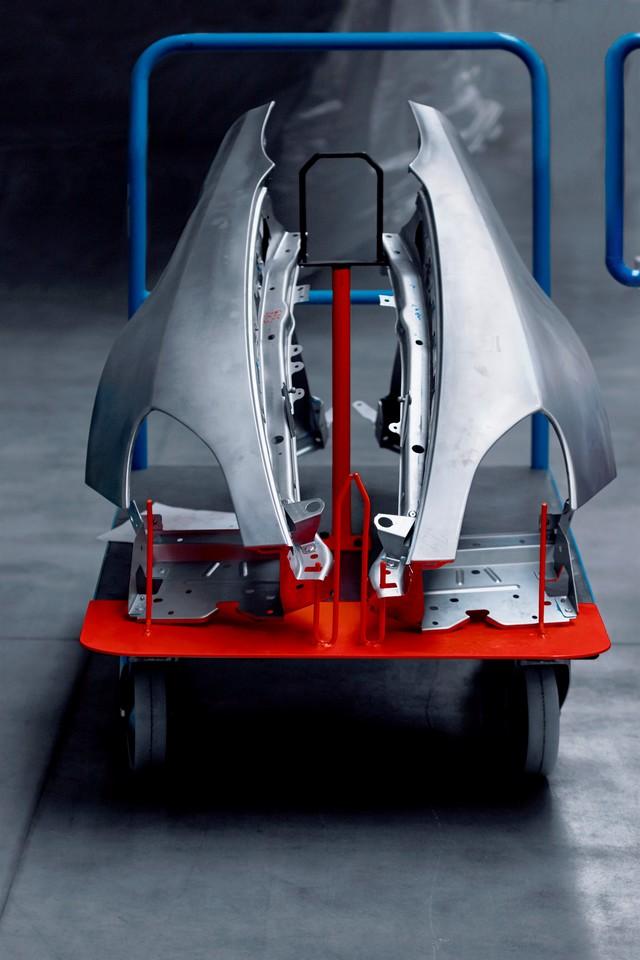 La future Alpine de route aura un châssis dédié et une carrosserie en aluminium pour lui conférer légèreté et agilité 3076338627516