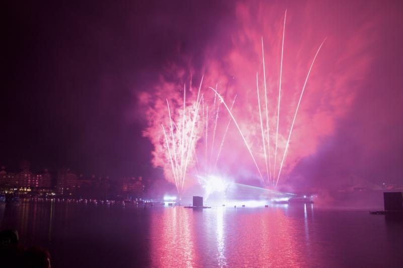 Les Feux Magiques de Disney - Disney's Magical Fireworks & Bonfire (Editions 2008 à 2016) - Page 11 322365thumbIMG56841024