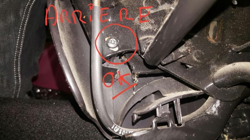 Conseils pour démontage vis cache plastique du siège car ne s'avance plus lors du basculement. 32493920161211191140