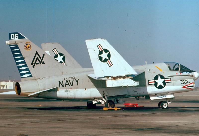 LTV A-7 Corsair II [NOUVELLE VERSION] 332130LTVA7ACorsairII42