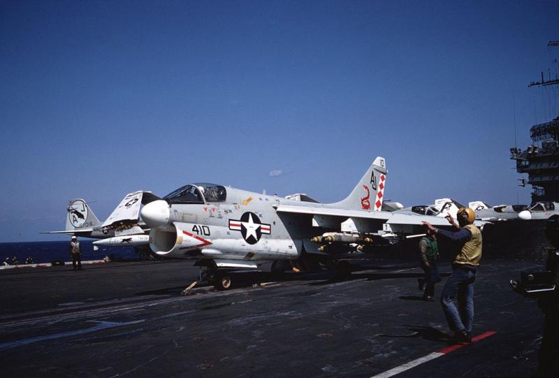 LTV A-7 Corsair II [NOUVELLE VERSION] 334241LTVA7CCorsairII7