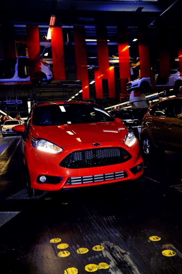Ford Europe augmente la production des Fiesta, Focus, C-MAX et Grand C-MAX pour répondre à la demande 348843FiestaSTProductionStart04