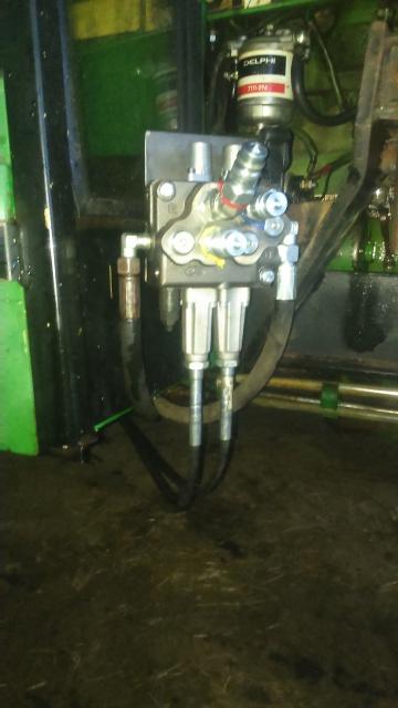 installation d'un distributeur hydraulique  - Page 2 350469DSC0031