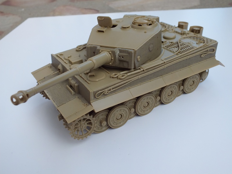 Tiger I Late version ,tamiya 1/35 (début de patine) 352960DSCF2833