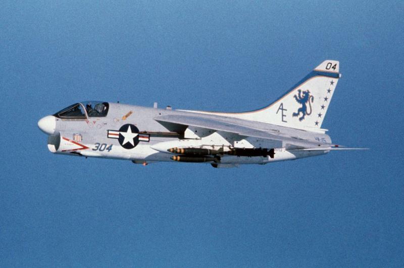 LTV A-7 Corsair II [NOUVELLE VERSION] 353171LTVA7ECorsairII72