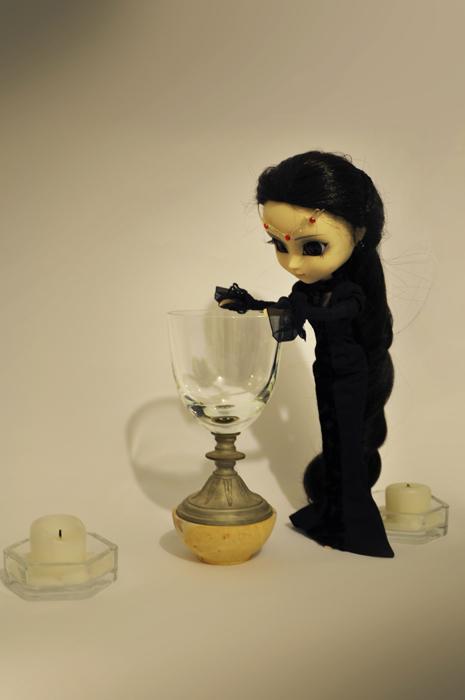 Helen, ma première Pullip (Neo Noir) 354216Helenetlecalicemagiquerecul