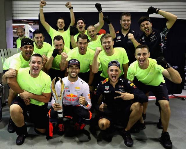 F1 GP de Singapour 2017 : Victoire Lewis Hamilton  354373848422560