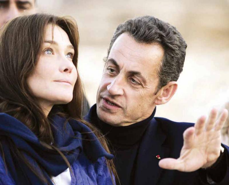 «كارلا.. حياة سرية» كتاب يثير جدلا في فرنسا (عارضة الأزياء توقع الرئيس)   359559Pictures_2010_09_29_a6266dfa_aab8_49ed_bc8c_9c34d0c2df51