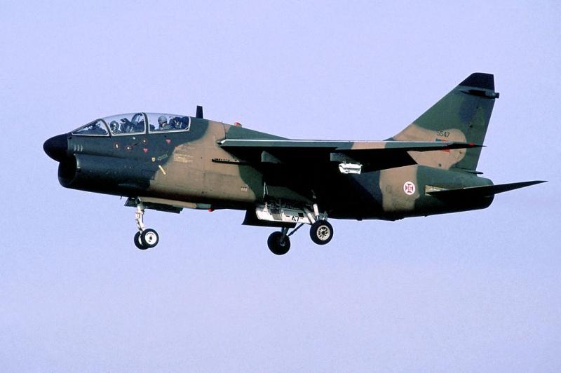 LTV A-7 Corsair II [NOUVELLE VERSION] 362831LTVA7PCorsairIIPortugueseAirForce22