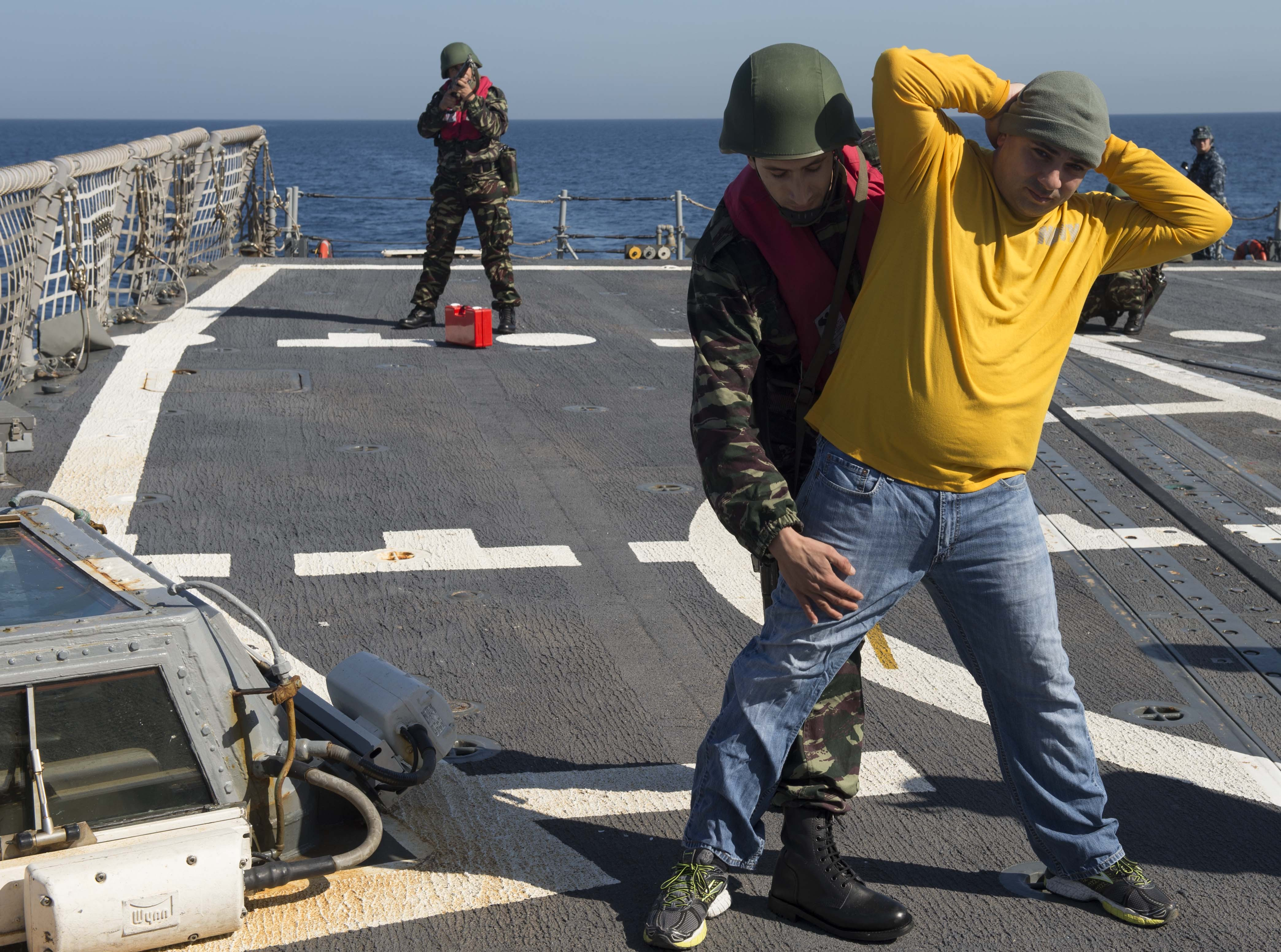 PASSEX 2014-1 ( USS Elrod (FFG55) et RMN Allal Ben Abdellah (615) ) 3644631163273