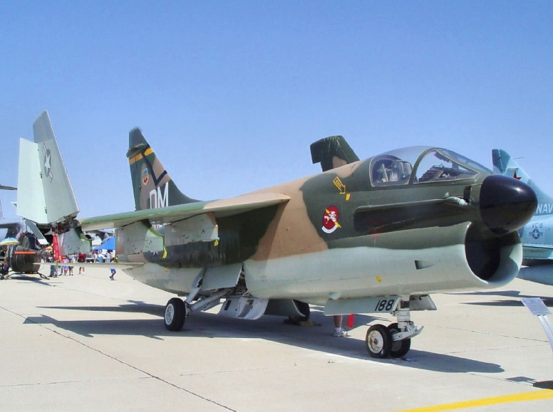 LTV A-7 Corsair II [NOUVELLE VERSION] 368580LTVA7DCorsairII43