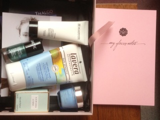 "[Mai 2013] Glossybox ""Lovely"" - Page 3 369719photook"