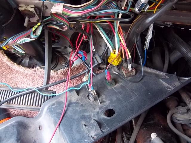 Dodge Van B250....c'est pas un hot rod...mais y a un V8  3715641001371