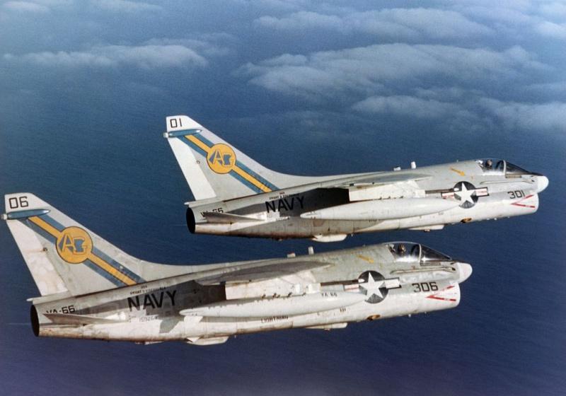 LTV A-7 Corsair II [NOUVELLE VERSION] 371866LTVA7ECorsairII115