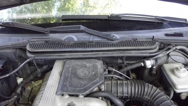 [BMW 316 i E36] Réparation d'une fuite d'essence moteur 3744916Portectionajoure