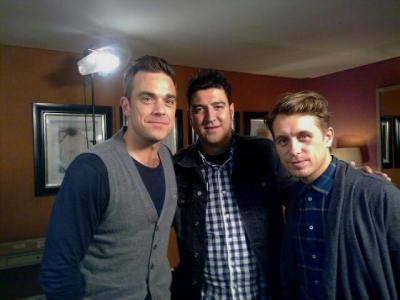 Take That avec Tony Anguilar Londres 28/10/2010 382341normal_tony_con_robbie_y_mark