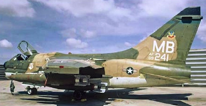 LTV A-7 Corsair II [NOUVELLE VERSION] 393298LTVA7DCorsairII88