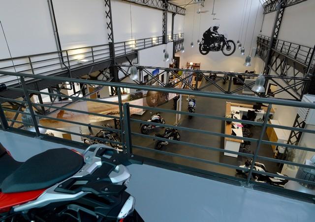 MOTO LOFT: Une nouvelle concession BMW Motorrad en Ile de France 393708P90208095highResmotoloftanewbmw
