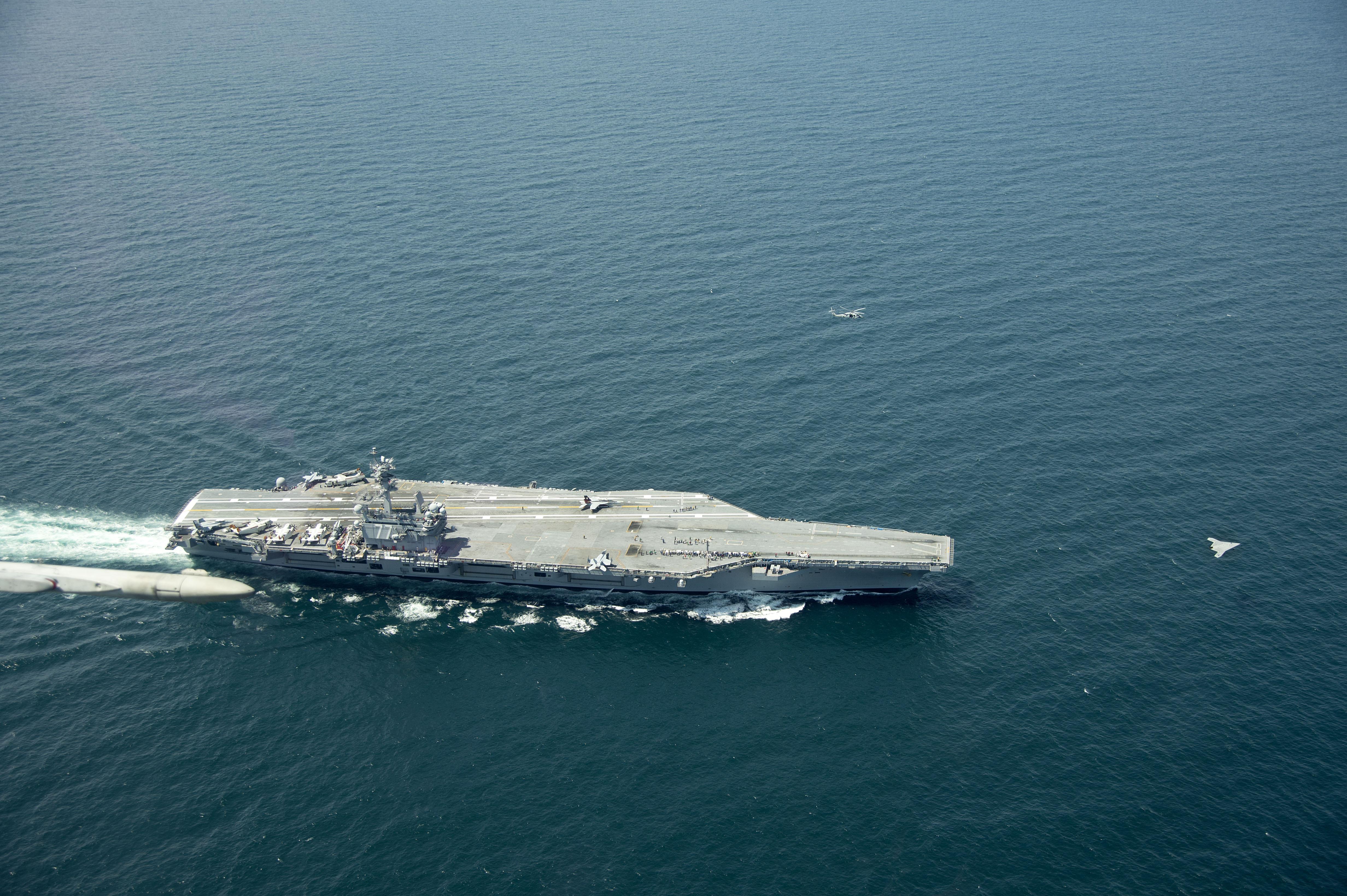 USS George H.W. Bush CVN 77 au 1/700 396839X47BBushCVN77jpg3