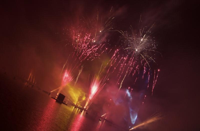 Les Feux Magiques de Disney - Disney's Magical Fireworks & Bonfire (Editions 2008 à 2016) - Page 11 400002thumbIMG57081024