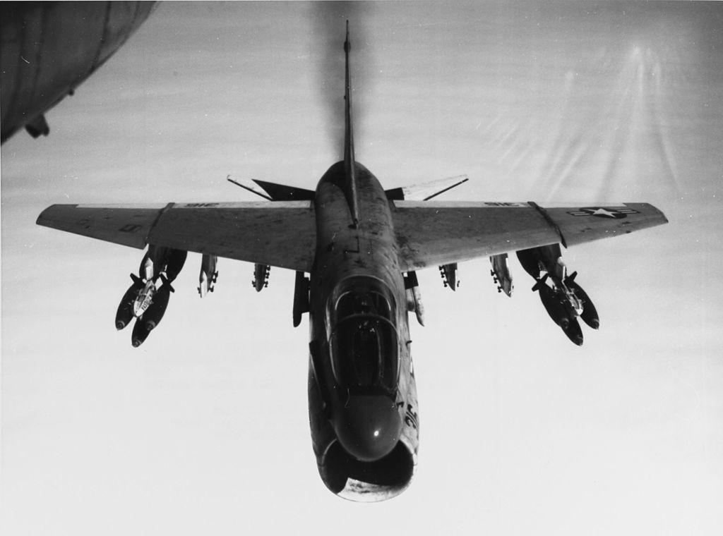 LTV A-7 Corsair II [NOUVELLE VERSION] 406096LTVA7ACorsairII3
