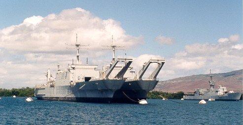 LANDING SHIP TANK (LST) CLASSE NEWPORT  407421USSPeoriaLST1183andUSSTuscaloosaLST1187mooredattheNavalInactiveShipsMaintenanceFacilityPearlHarborHIJune1999
