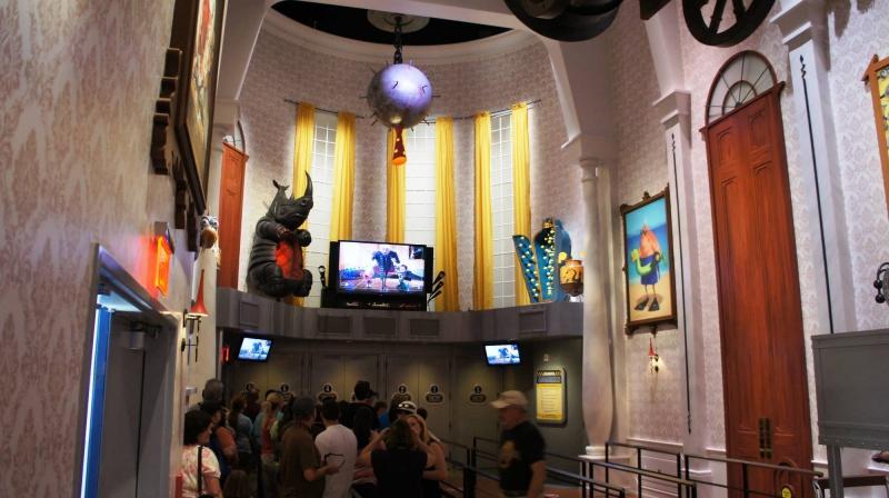 [18-31 octobre 2014] Voyage de noces à Walt Disney World et à Universal - Page 25 414191desplicablequeue