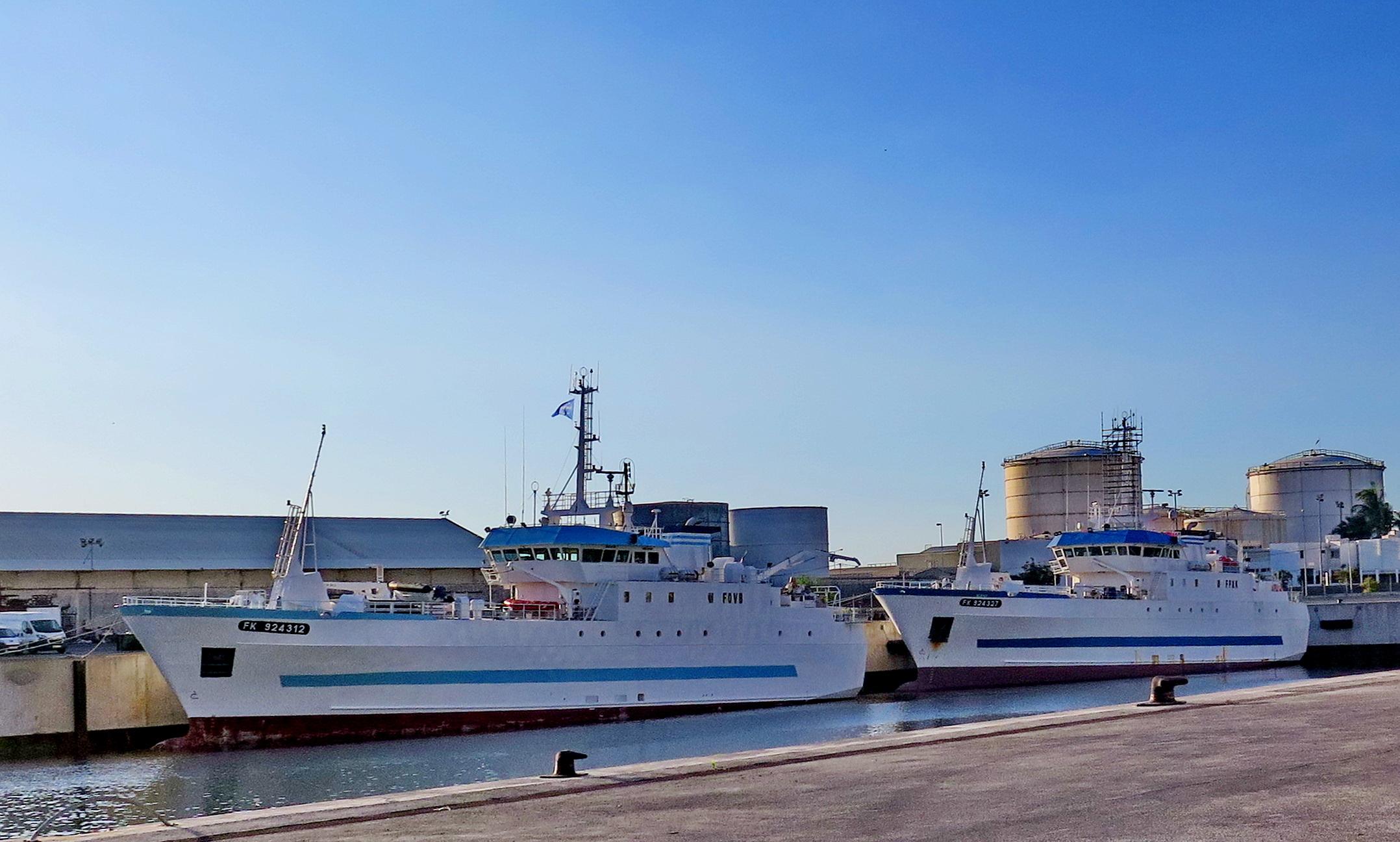 [Vie des ports] Les ports de la Réunion - Page 6 415794leportsolange008