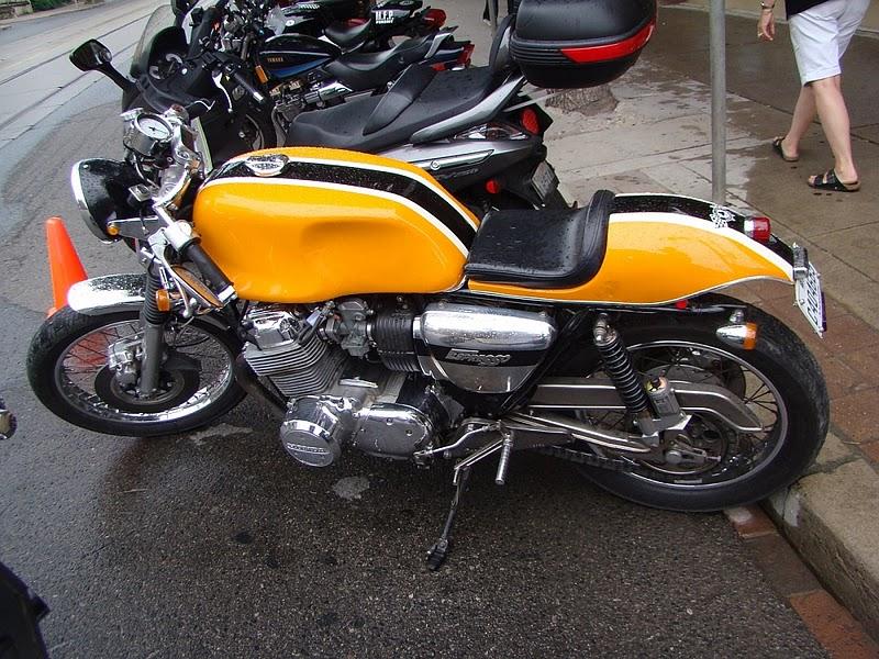 Honda 750.... ma japounaise préférée... 41808720100821AP