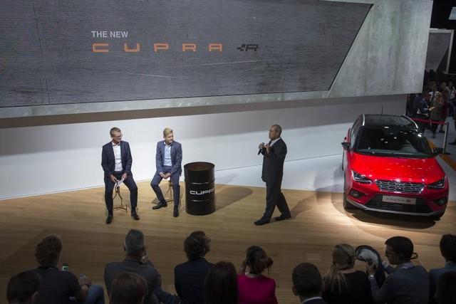 SEAT, première marque automobile en Europe à intégrer Amazon Alexa dans ses véhicules 424985SetRatioSize900650SEATCUPRARPressTalk1