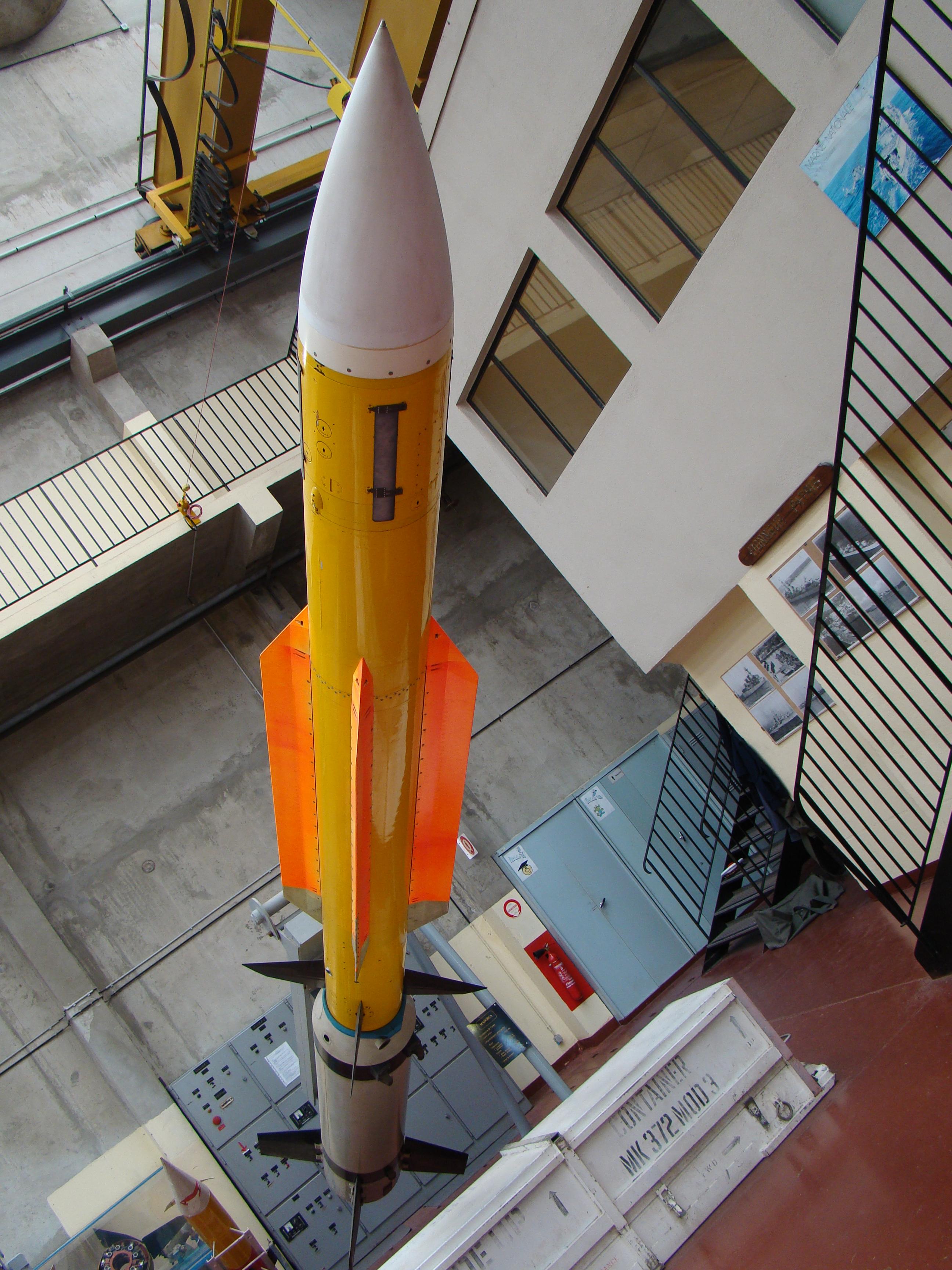[ Les armements dans la Marine]  Hall missiles C.I.N. St. Mandrier  432174DSC04223