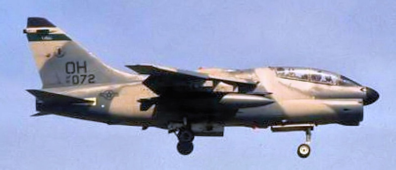 LTV A-7 Corsair II [NOUVELLE VERSION] 433051LTVA7KCorsairII4
