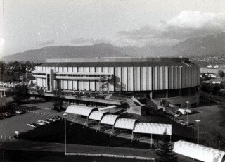Vancouver (Pacific Coliseum) : 7 septembre 1968 438894canucksnhlcomexterior