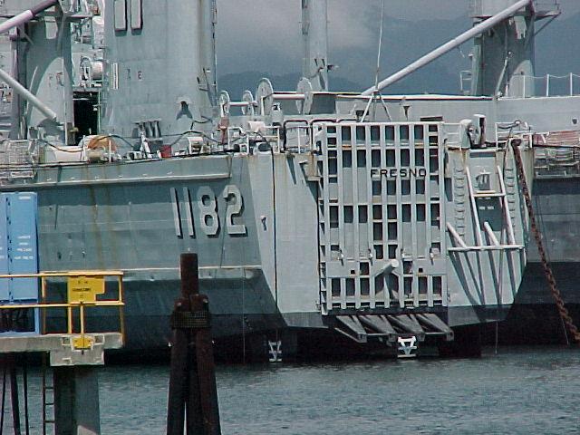 LANDING SHIP TANK (LST) CLASSE NEWPORT  451210USSFresnorserve