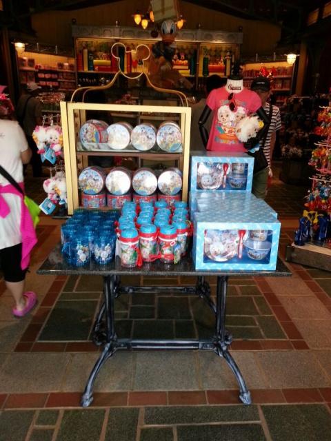 "(merchandising) ""The Pleasant Goat and Big Big Wolf"" arrive à Hong Kong Disneyland 461244pgbbw"
