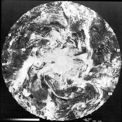 Le mythe des ouvertures polaires 462160ESSA36janvier1967poleSBD
