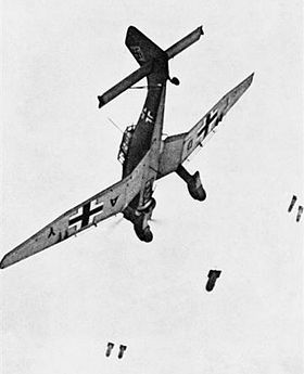 LFC : 16 Juin 1940, un autre destin pour la France (Inspiré de la FTL) 469323280pxJunkersJu87Bdroppingbombs