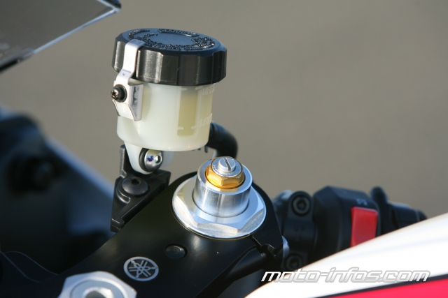 Montage bocal liquide de frein r6 r1... possible sur la tracer? 47029314yamR606bocalfrein